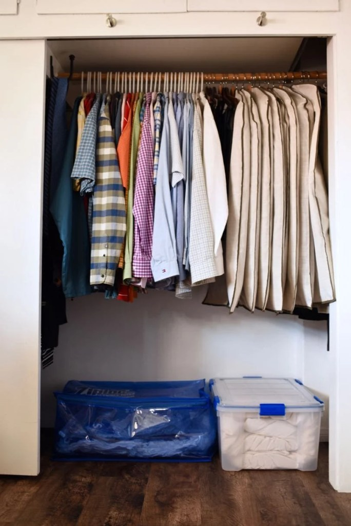 Small closet organiation trick that will keep your closet neat and organized and give you more storage space.