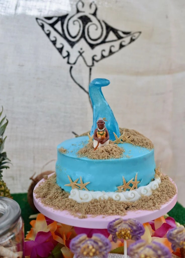 Moana cake with Moana's grandmother and the ocean