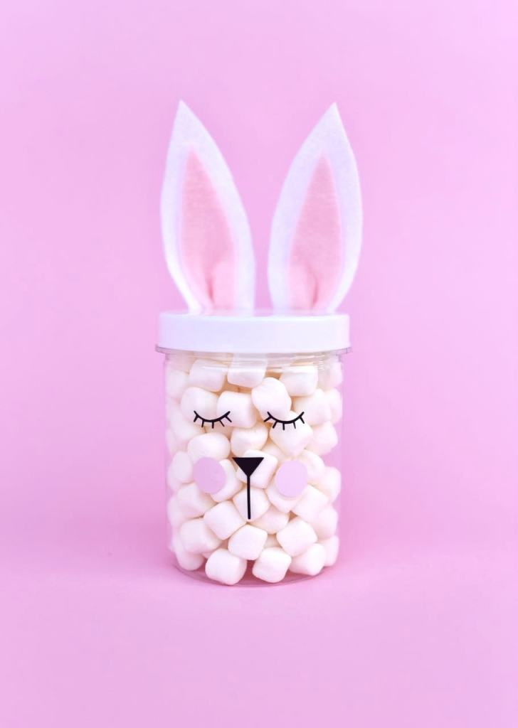 Simple Easter bunny jars for Easter gifts, Easter decorations, and more! Get the free cut file + simple tutorial