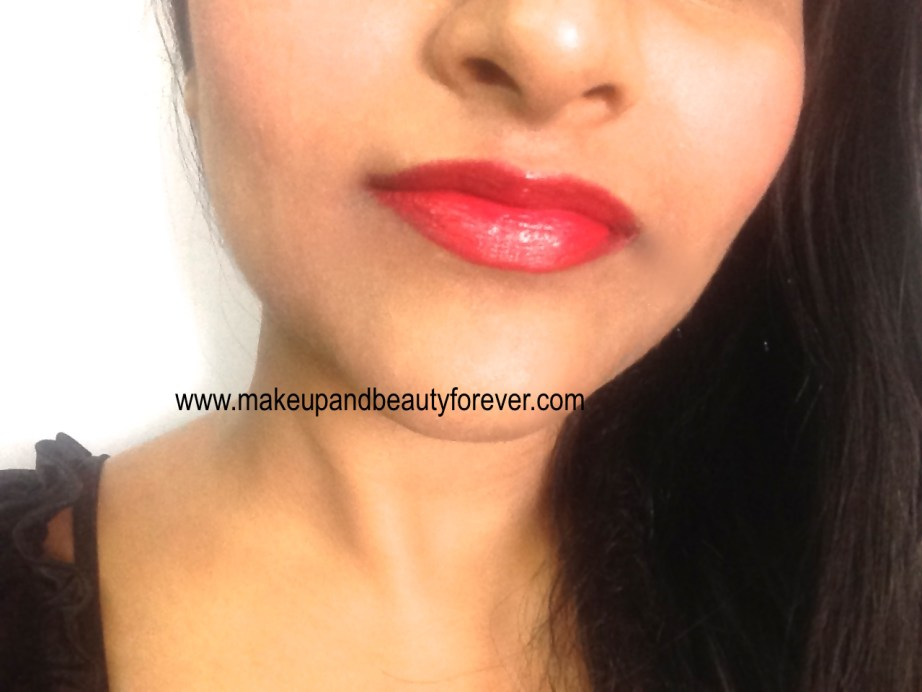 Maybelline Bold Matte Colorsensational Lipstick MAT 5 Bold Red 692 Review, Swatch, FOTD Lip swatch