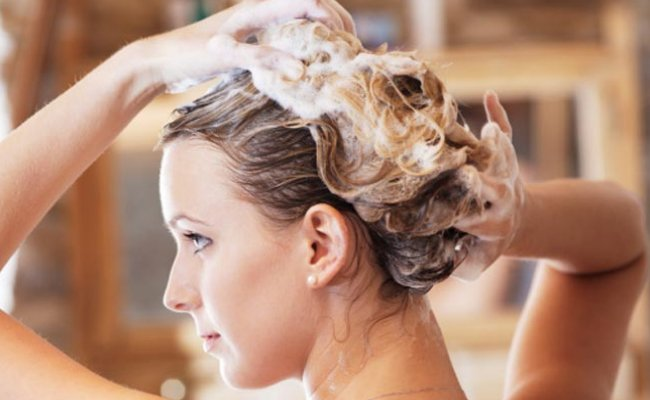 Use a Mild shampoo for reducing frizz in humid monsoon