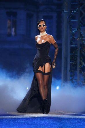 Rihanna-24