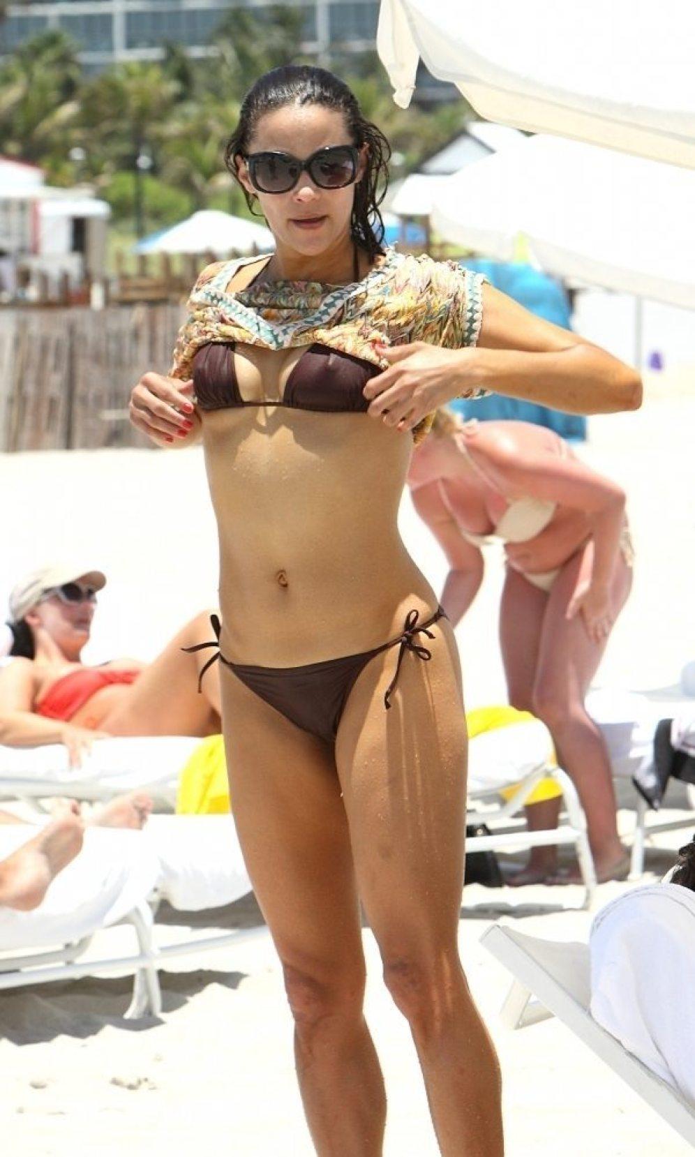 Robin-Thicke-Paula-Patton-Miami-Beach-1-600x1024