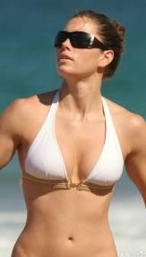jessica_biel_bikini1_lg