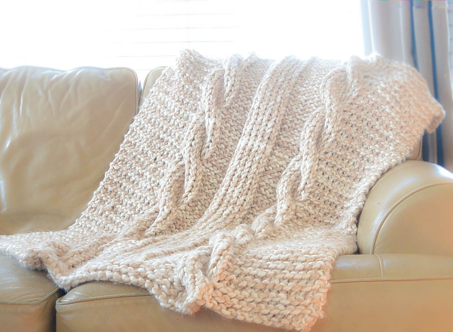 Easy Knitting Blanket Patterns : Endless Cables Chunky Knit Throw Pattern