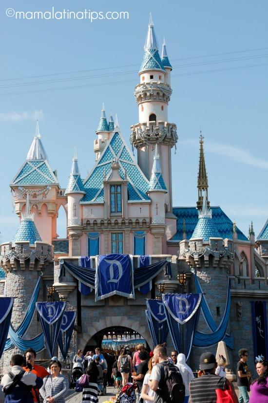 Castillo de la Bella Durmiente en Disneylandia - mamalatinatips.com