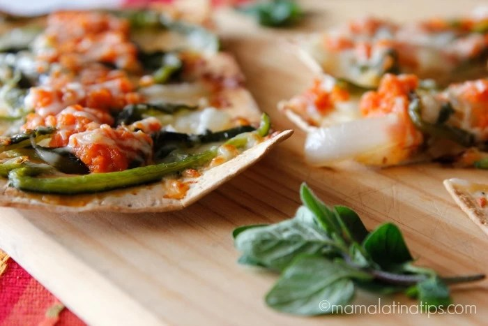 Chile relleno pizza by mamalatinatips.com