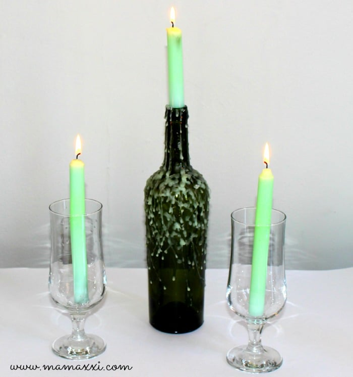 candelabro con botella de vino