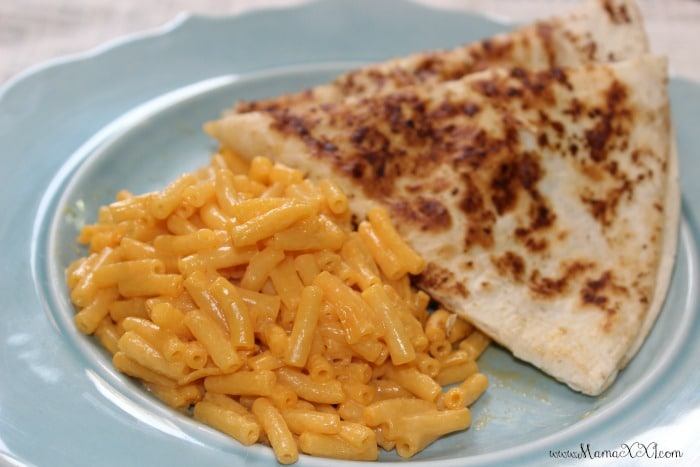 quesadillas y macaroni and cheese