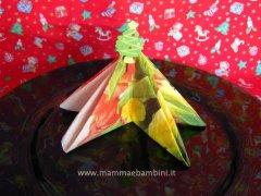 Piegare tovaglioli per Natale: albero di natale n.5
