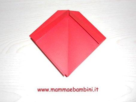 Realizzare un fiocco di carta con lorigami in lavoretti e addobbi
