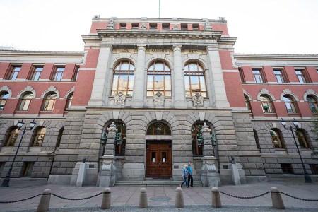 Domstolene har i dag en helt annen rolle enn da grunnloven ble skrevet. Her er fasaden på Høyesteretts hus i Oslo. Foto: Tore Sætre/ Flickr