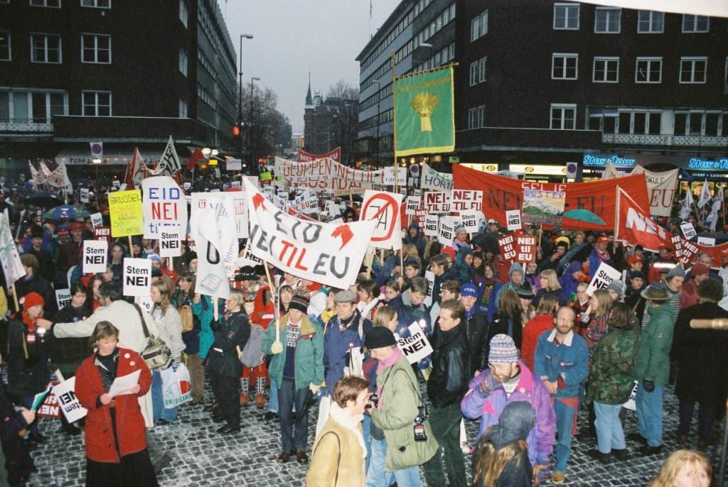Demonstrasjon mot EU i Sogn og Fjordane i 1994. Foto: Nei til EU