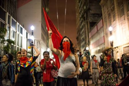 Demonstrasjon mot kuppet i Brasil for to uker siden. Foto: Art Against Oppression