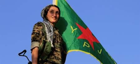 En kurdisk kriger fra Folkets forsvarsenhet (YPG) sin kvinnelige gren YPJ. Foto: Kurdishstruggle
