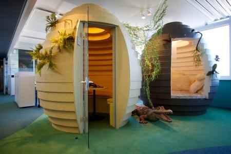 «Ut fra innholdet i boka kunne forsida heller ha vist kontorlokaler i Zürich» skriver anmelderen. Her fra Googles kontorlokaler i Zürich. Google er et av de store, flernasjonale selskapene som benytter seg av skatteparadiser. Foto:  Marcin Wichary/ Flickr