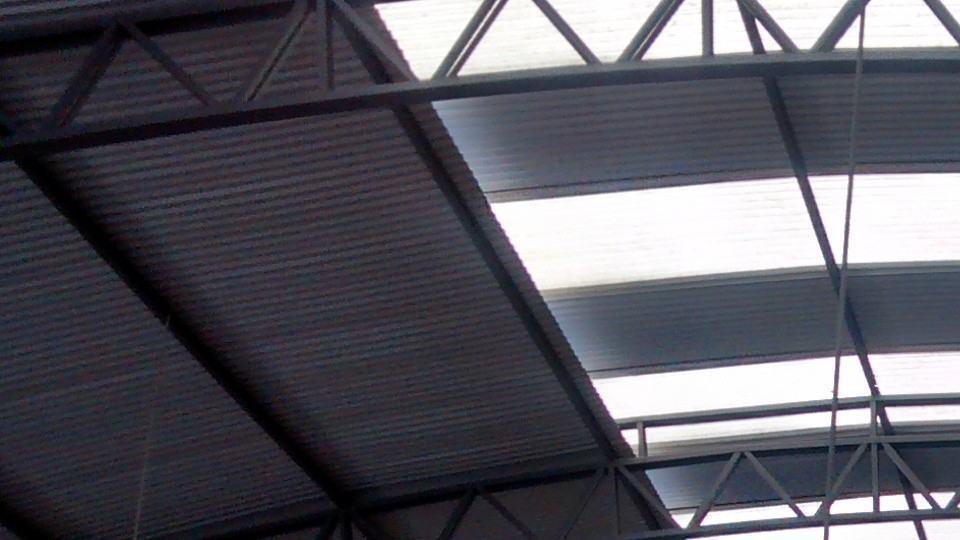 Ruído no telhado do Mercadão de Maringá com a câmera do Moto G.