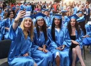 foto tek shkrimi per kapelen akademike