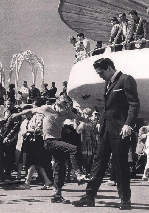 10.-Young-Kurt-Russell-meets-Elvis-Presley-1963