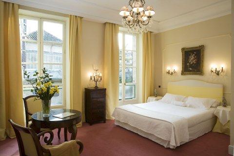 travel guide avignon hotel d'europe