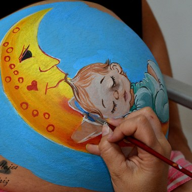 Belly painting Luna y niño durmiendo
