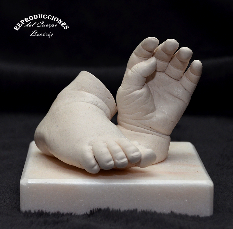 Moldes en escayola de mano y pie de bebé
