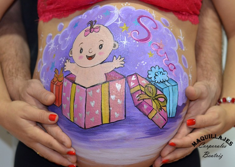 Belly painting niña saliendo de un regalo
