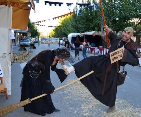 Caracterización de bruja y leproso mercado medieval