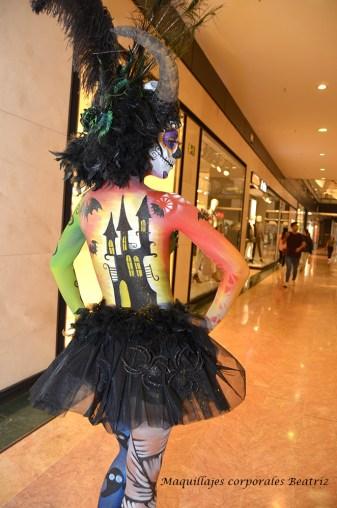 Maquillaje de fantasía con castillo en la espalda Halloween Nueva Condomina