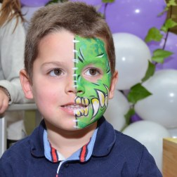 Maquillaje infantil de dragón verde