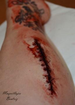 Maquillaje corte en pierna con puntos