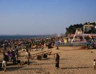 Mumbai is famous for the beaches, Juhu beach,Girgaum Chowpatty,Dadar Chowpatty,Versova beach,Marve / Manori beach,Aksa beach,Gorai beach,Kalamb beach,Arnala beach this are the beaches in mumbai. Get detailed information aboutbeaches In mumbai...