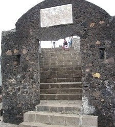 Mumbai is the capital city of the Indian state of Maharashtra. This city hasold forts Bandra Fort, Worli Village Fort, Sion Fort, Sewri Fort, Vasai Fort (Bassein), Jivdani Fort. Complete...