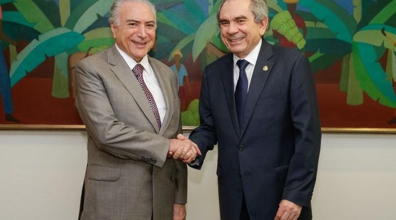 Brasília - DF, 09/11/2016. Presidente Michel Temer durante reunião com o Senador Raimundo Lira. Foto: Marcos Corrêa/PR