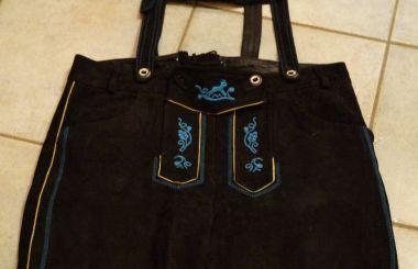 ALMENRAUSCH, schwarze Lederhose mit blauer Stickerei, Gr.42, Preis: € 45.-