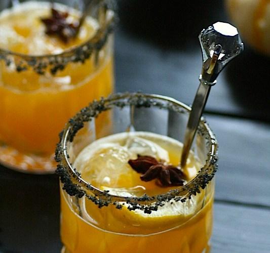 Drink med whiskey, anis og appelsin til høst og Halloween
