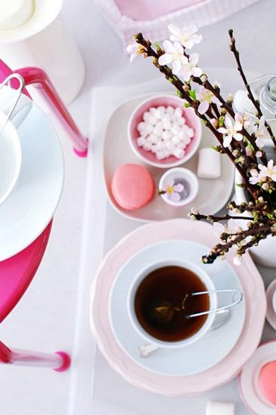 INTERIØRTIPS OG BORDDEKKING - rosa nyanser bord