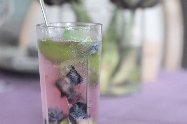 drink-cocktail-oppskrift-blaabaer-mojito