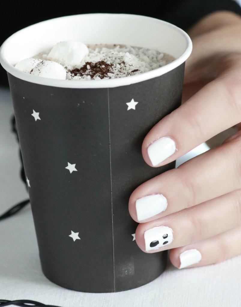 012-sort-hvite-negler-til-halloween