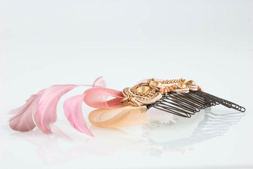 Handgefertigter Fascinator - Haarschmuck - Haarkamm - mit Swarovski Elements und Federn - Soutache
