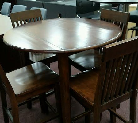wood_cafe_table_chairs