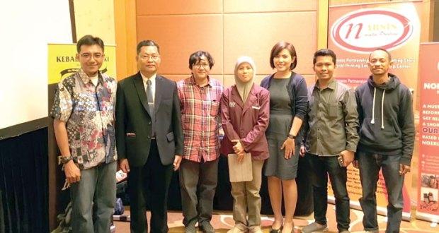 (Analisa/istimewa) DIABADIKAN: Ketua FKP Alween Ong (tengah berjilbab), Rachmi Novianti (Markisa Noerlen), bersama perwakilan Young Enterpreneur Association Singapore (Singapura), dan SMEs Yong Enterprenerus Association (Thailand) dan Myanmar, usai menandatangani MoU, Rabu (13/7) di Singapura.