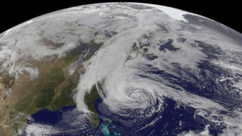 LIVE COVERAGE: Hurricane Gonzalo Produces 121 mph Winds As It Crosses Right Over Bermuda!