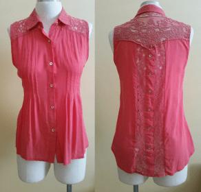 As nervuras desta blusa ajudam a acinturar e a modelar a blusa. Veste muito bem tanto magrinhas como cheinhas. Modelagem do 36 ao 56.