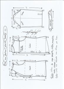 Esquema de modelagem de blusa com abertura e meio colarinho tamanho 52.