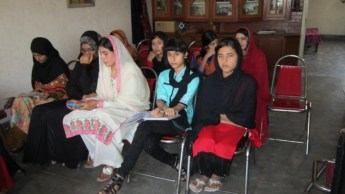 women meeting on may day in gujranwala (1)