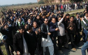 PIA protest in lahore after two workers killed in karachi