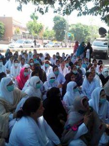 Young Nurses Multan protest 6th day (00)