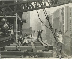 Terremoto... Vintage-empire-state-building-construction-photos-by-lewis-wickes-hine-1931-30