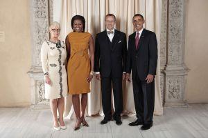 Il presdente Ilves con la sua focosa Firts Lady insieme a Obama e a marito del medesimo.